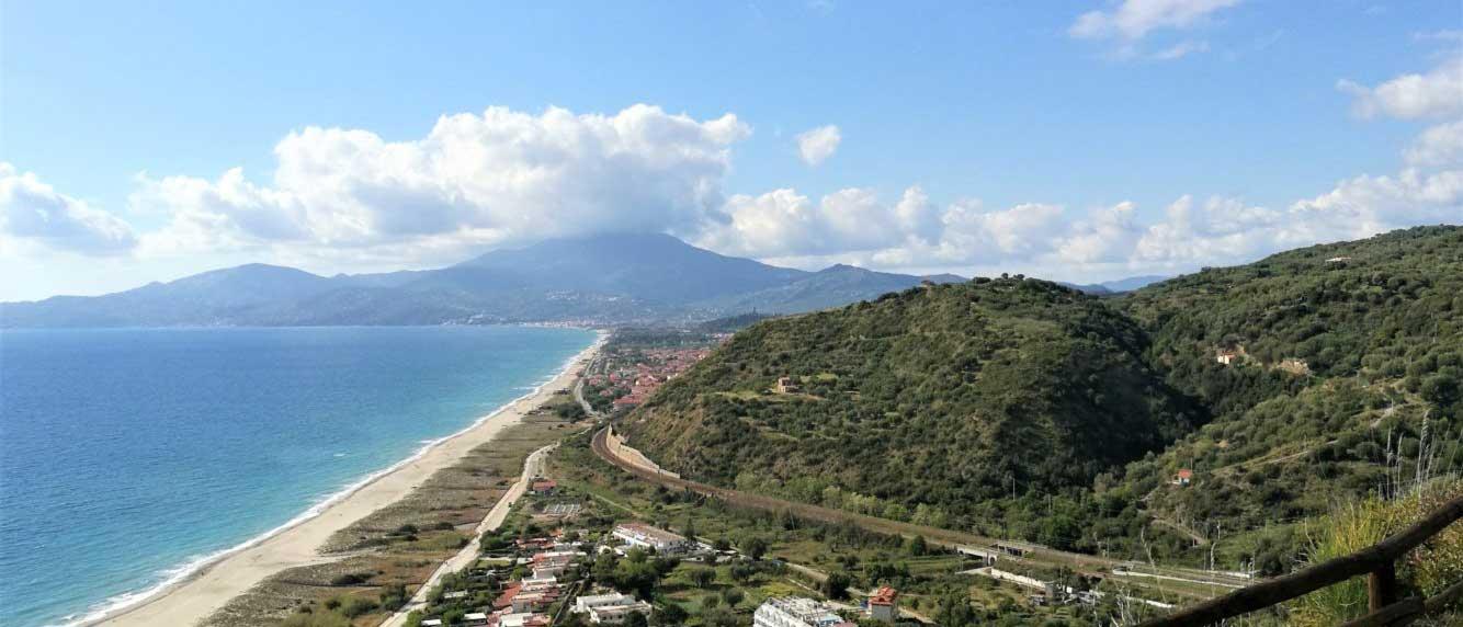 Sentiero-degli-innamorati-ad-ascea-marina-vista-sul-monte-Stella-il-cilentano-cilento